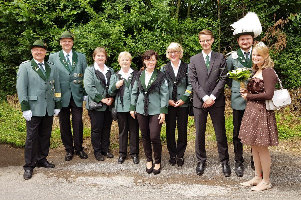 Königspaar Markus Weis und Anne Berghöfer mit Abordnung (hinter der Kamera unsere Paparazzine Alicia Podtschaske)