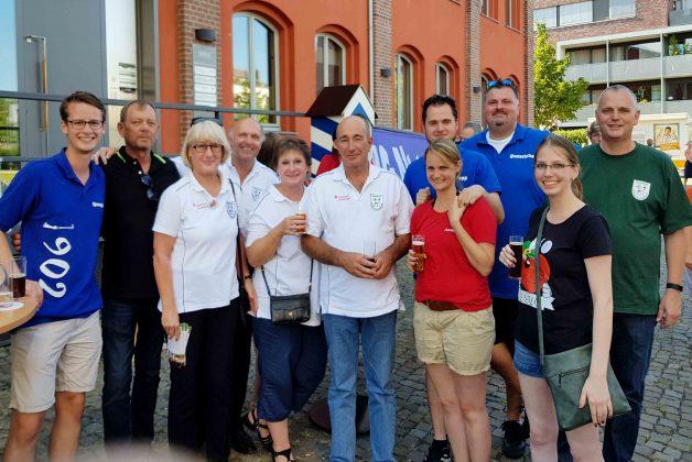 Königspaar Markus Weis und Anne Berghöfer mit ihren Adjutanten Tim und Alexander