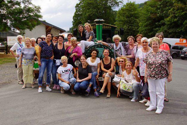 Laydiesday-Gruppenfoto an der Bimmelbahn