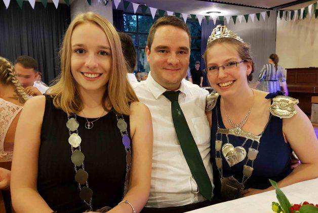 Jungprinzessin Kerstin Nowack mit Königspaar Alicia Podtschaske und David Flemm