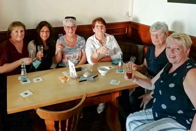 Stammtisch 2.7. Ladies am Tisch